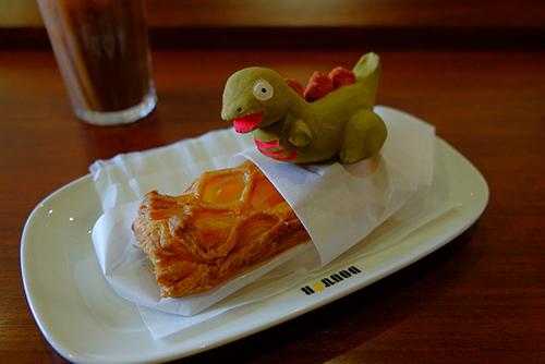 安田が頼んだアップルパイを温めようとしている、シン・ゴジラ第二形態、蒲田くん