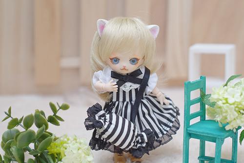 オビツ11ボディ、PARABOXヒカリちゃんヘッドをカスタムして作った猫っ子ポー。新しいお洋服に着替えました。