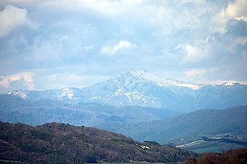 20170517_優駿の塔からの眺む幌尻岳