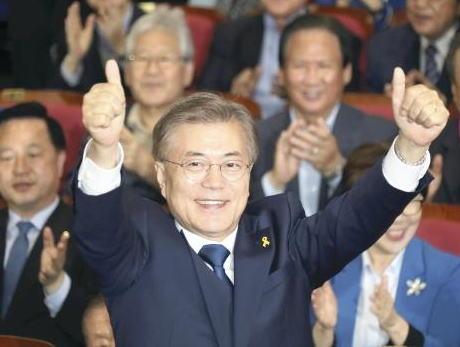 文在寅 韓国 大統領 北朝鮮 朝日新聞 天声人語