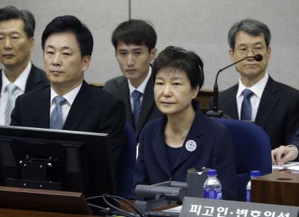 韓国 朴槿恵 収賄 国家機密漏洩 無職