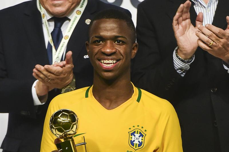 According to @globoesporte, Real Madrid have made a €45m bid for 17 year old Flamengo striker Vinicius Junior Would join in 2018