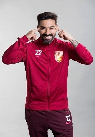 Lavezzi facing racism backlash following controversial pose
