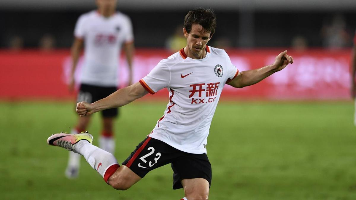 Robbie Kruse and James Holland on the lookout for new clubs after terminating their contracts in China