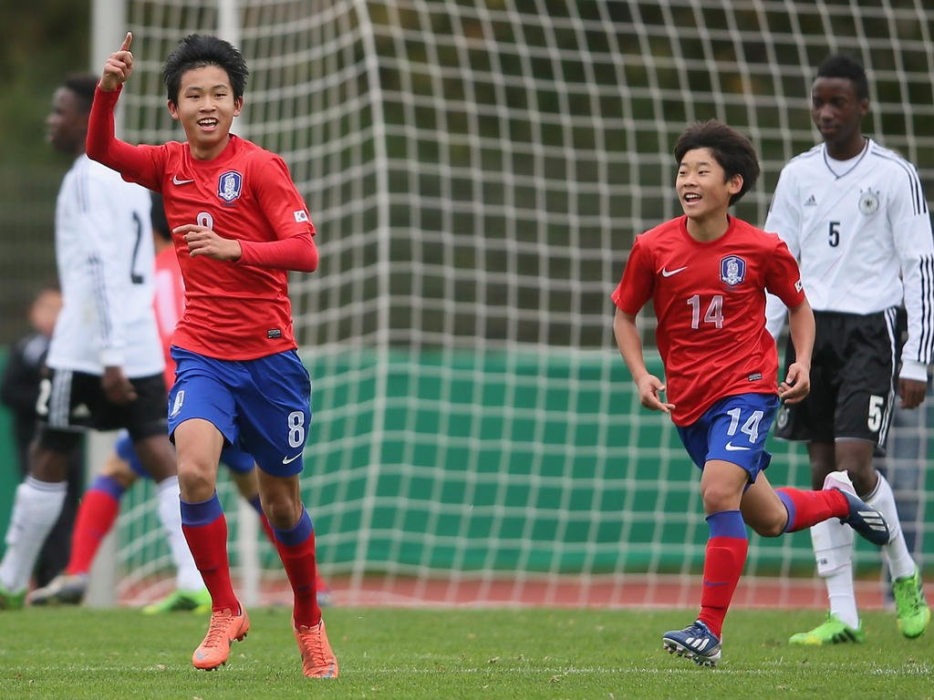 Bayern to sign 17 year old Korean winger Wooyeong Jeong for 700000 Euros from Incheon Utd