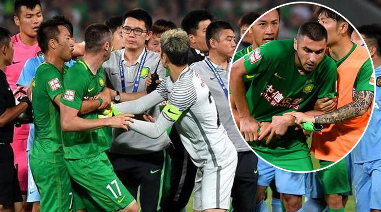 Burak Yilmaz slaps opponent in face in a Chinese Super League match