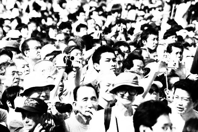 群衆 熱狂 混雑