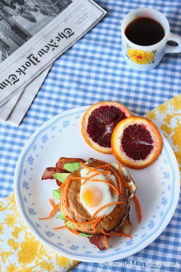 egginholebagel2.jpg