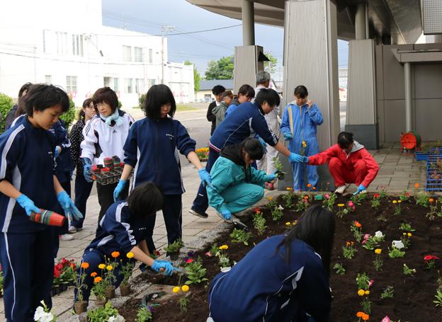 ゆめっくる前花壇整備