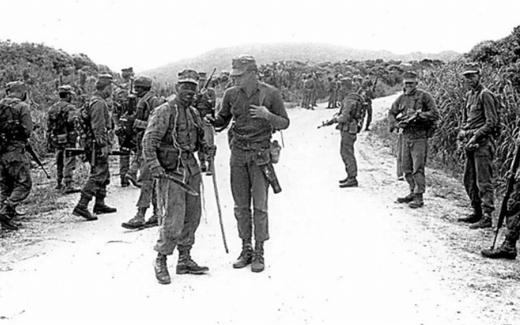 演習中の米兵たち