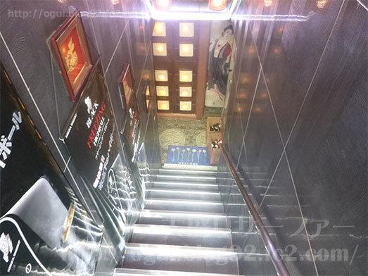 川味坊の地下1階への階段006