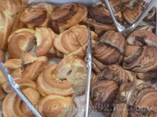 世界一の焼きたてパン食べ放題001