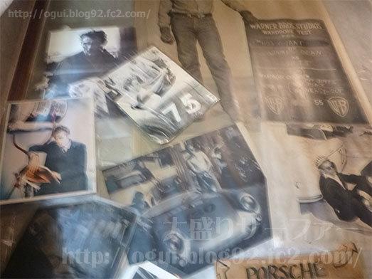 店内の壁に貼られたポスター類011