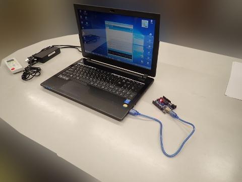 Arduino UNOをパソコンにつなぎました。