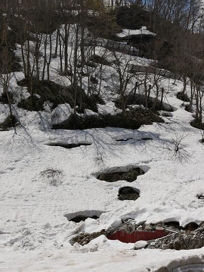 ②坂道の行きついたところは雪原