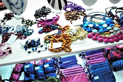木の珠ネックレス