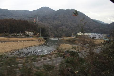三篠川に沿って