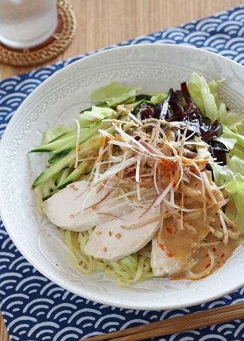 蒸し鶏ときくらげの冷やし中華1