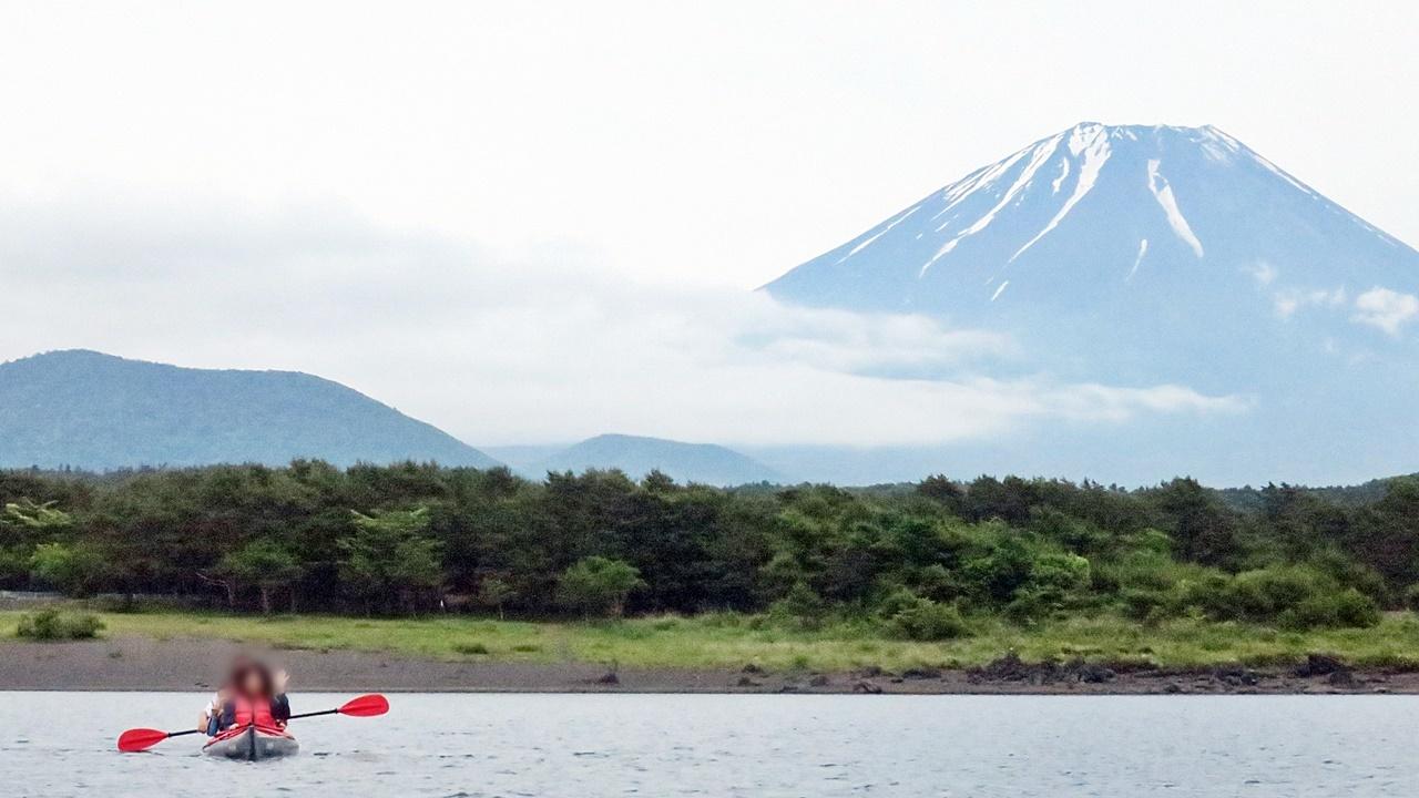 kayak_and_Fuji.jpg