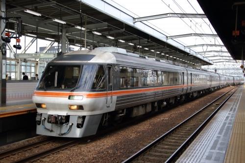 ひだ 3+1+1+3両編成 岐阜駅