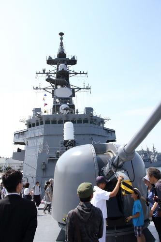 護衛艦「いかづち」 76mm単装速射砲