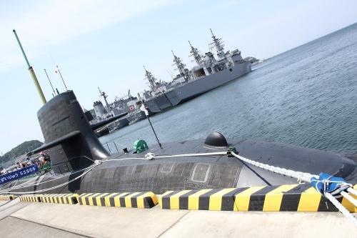 潜水艦「ずいりゅう」+自衛艦群