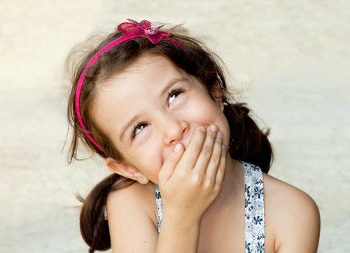 子供 笑う 女性