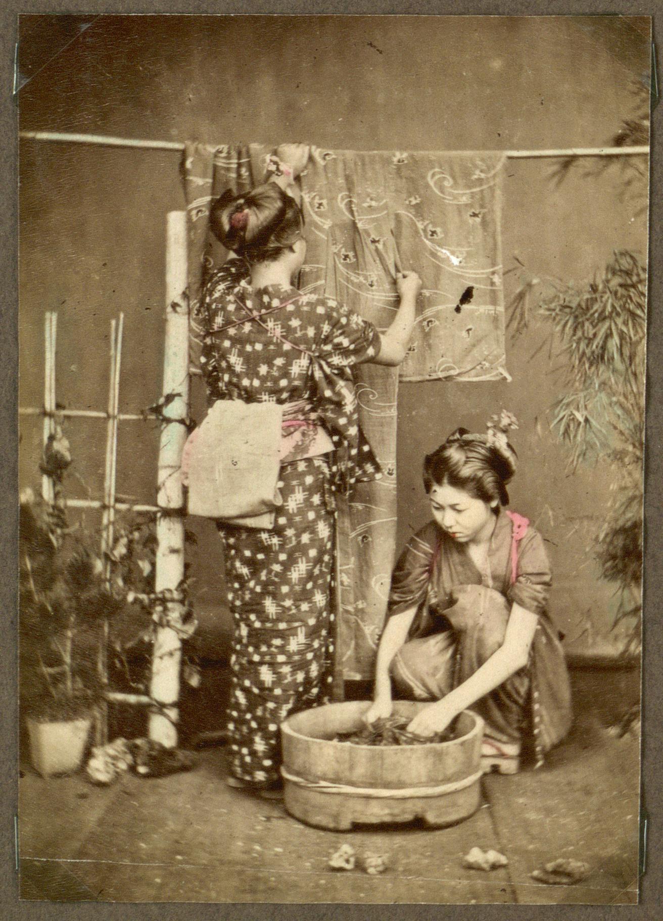 Japanese_women_wash_clothes,_Japan__(10796577693)