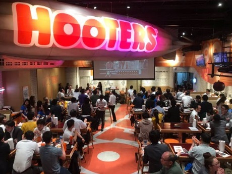 20170513HOOTERSでホークス戦のパブリックビューイングの画像