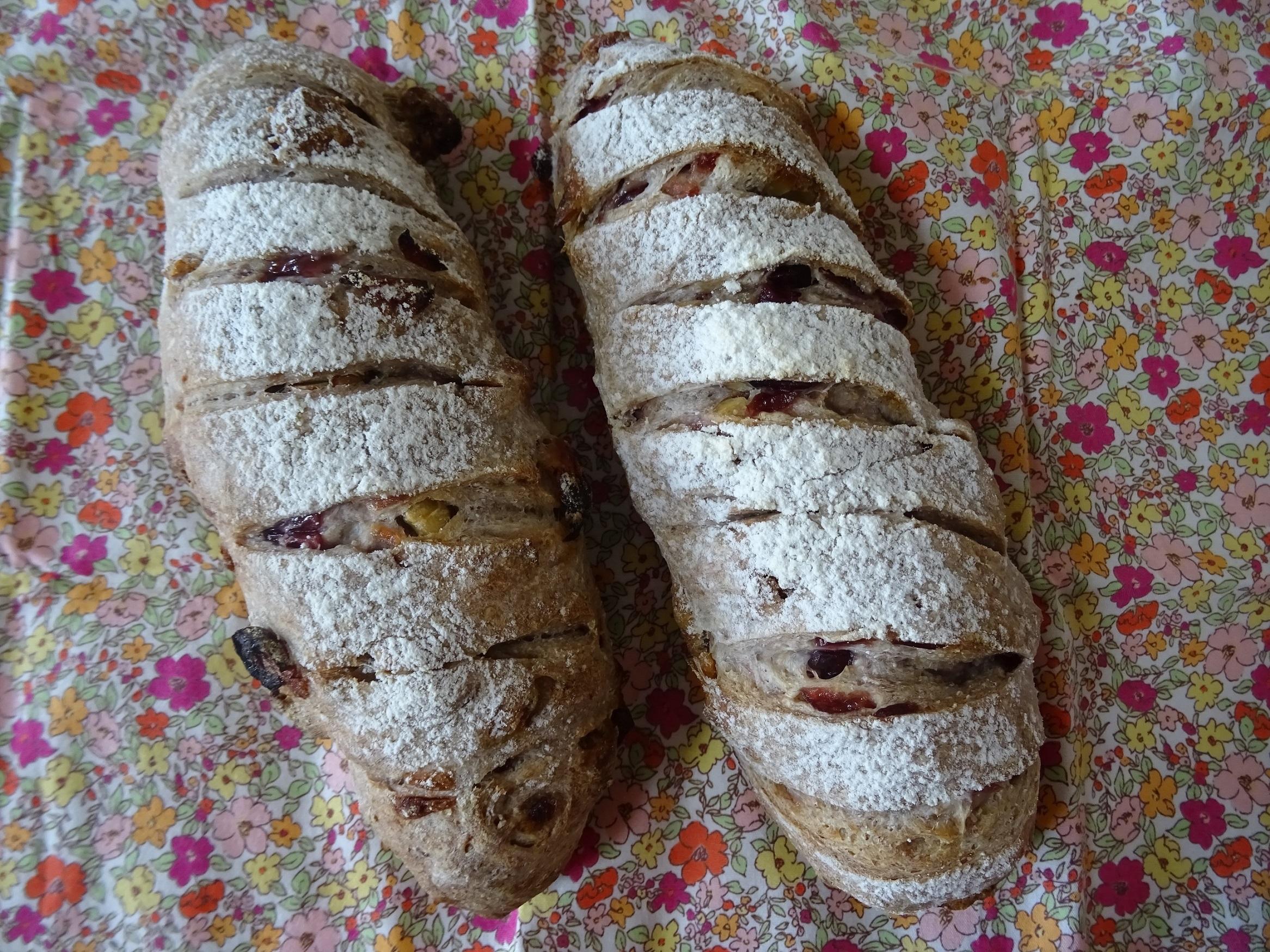 胡桃とクランベリーのライ麦パン
