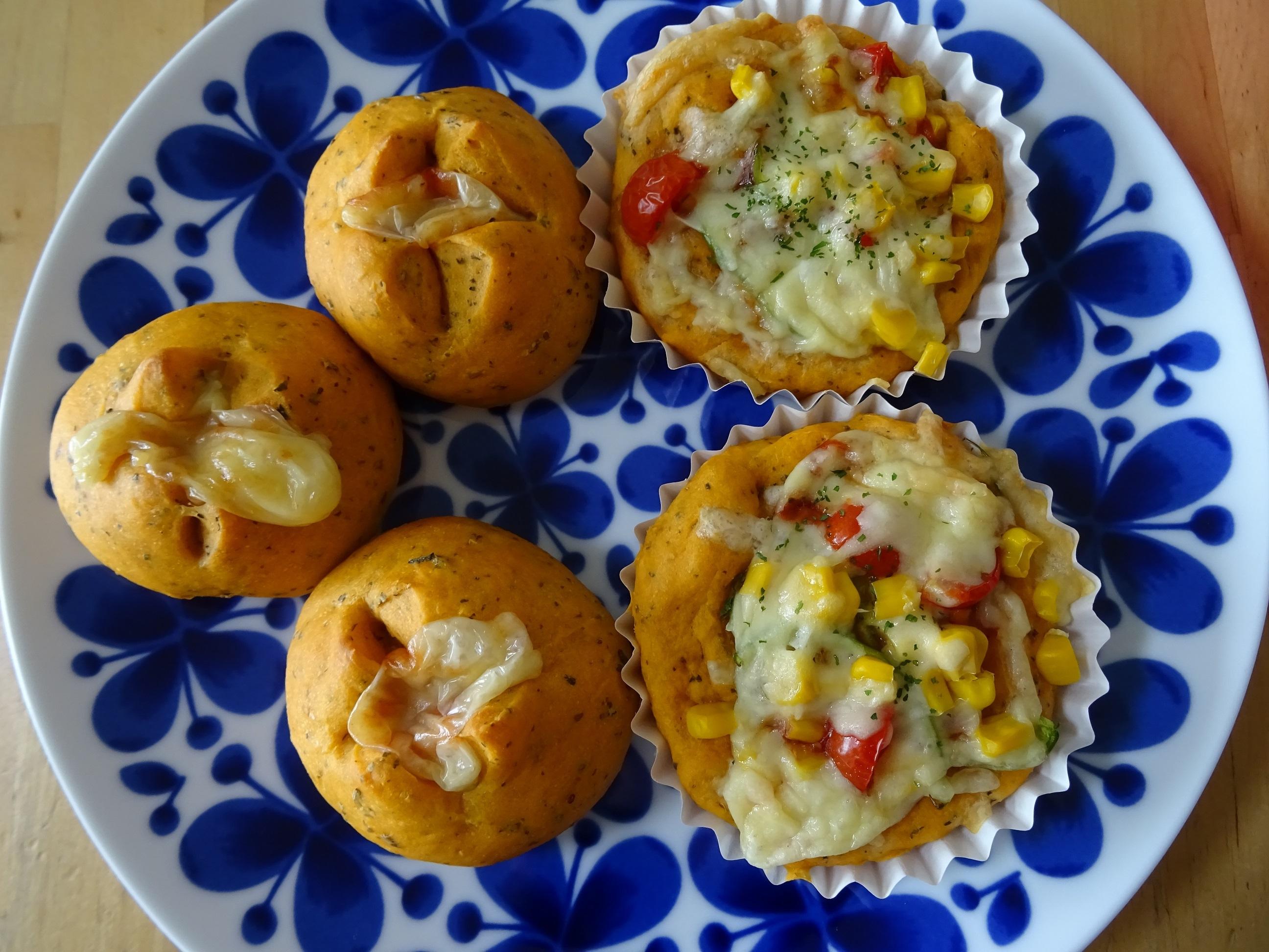 トマトバジル生地で2種のおかずパン3