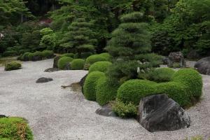 落ち着いた庭園