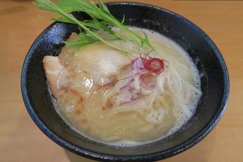 やのや(濃厚鶏白湯ラーメン)
