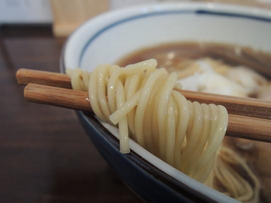 醤油そば(並)の麺