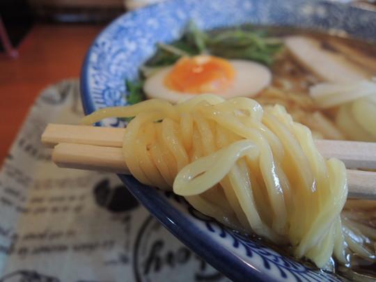 鶏だし中華そば(醤油味)の麺