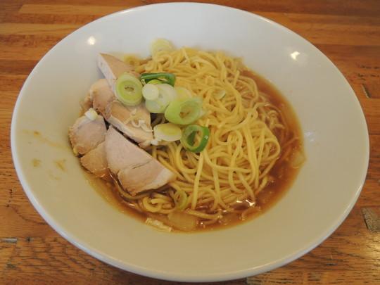 肉そば(780円)