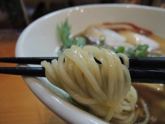 醤油(並)の麺