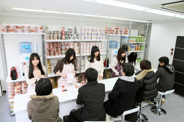 ヌードルカフェとかいう5分間700円でアイドルと喋れる店wwwwwww