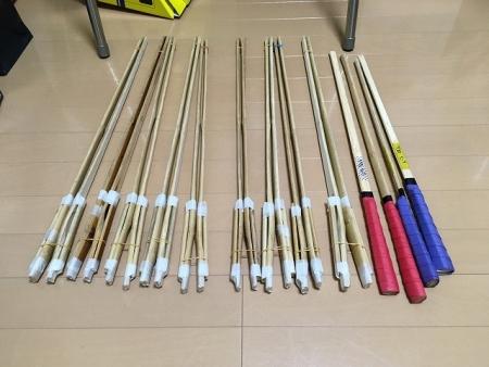 竹バチ製造中