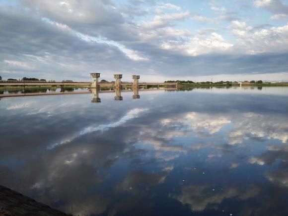 小貝川 福岡堰 景色 水面 虚像 水景色 鯉釣り