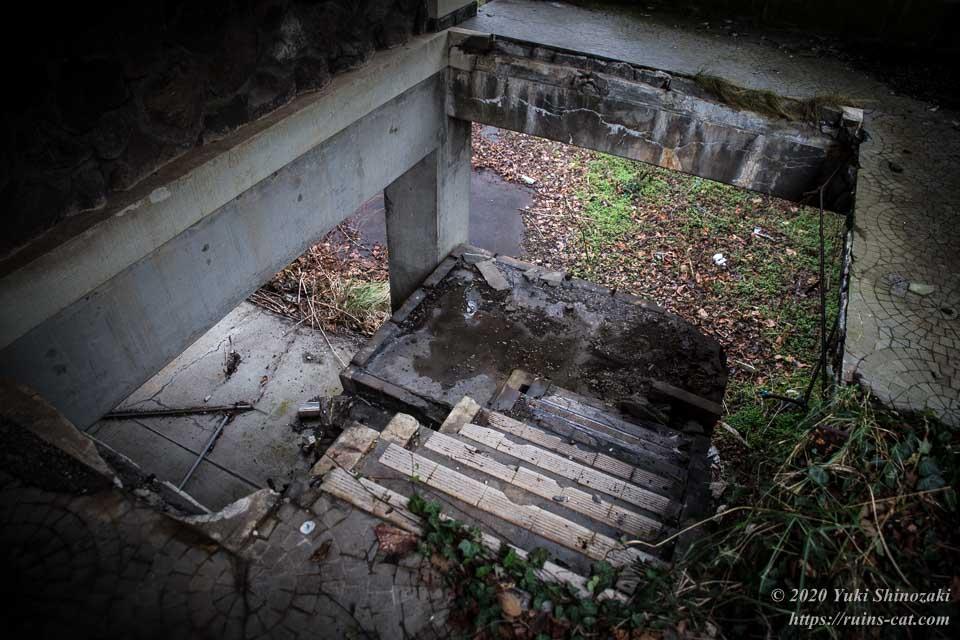 【廃墟】男鹿プリンスホテル_階段近景
