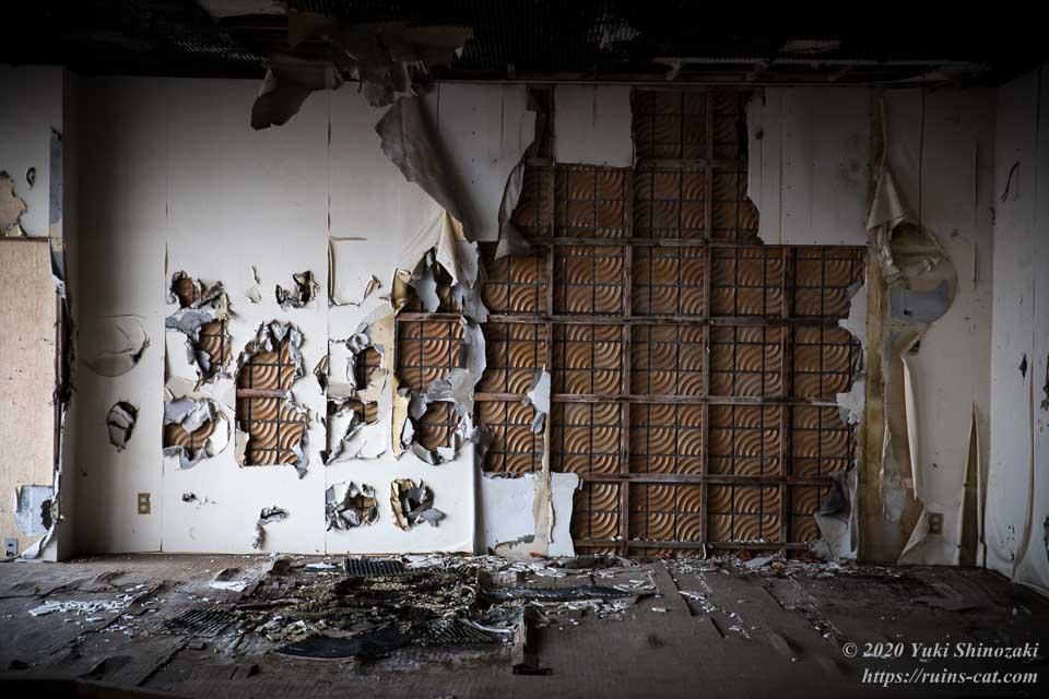 【廃墟】男鹿プリンスホテル_破壊された壁