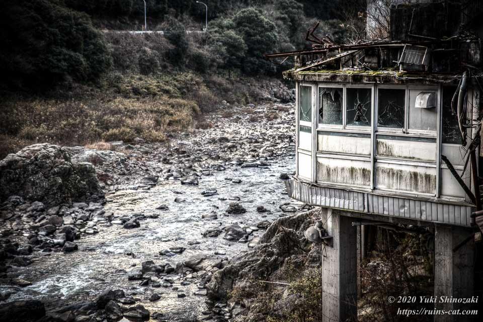 土岐川の流れと千歳楼