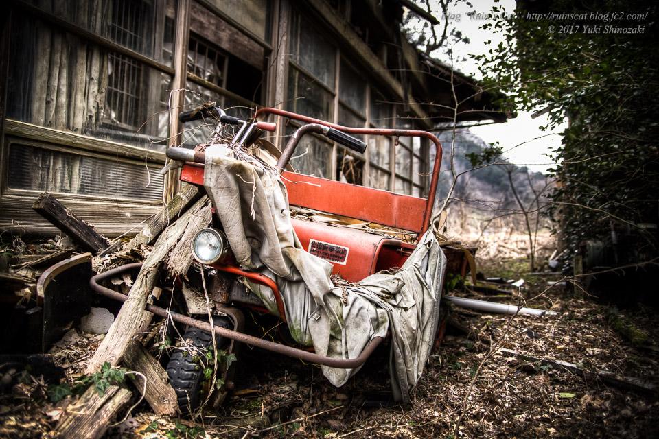 【廃墟】旧藤川邸_トラクター