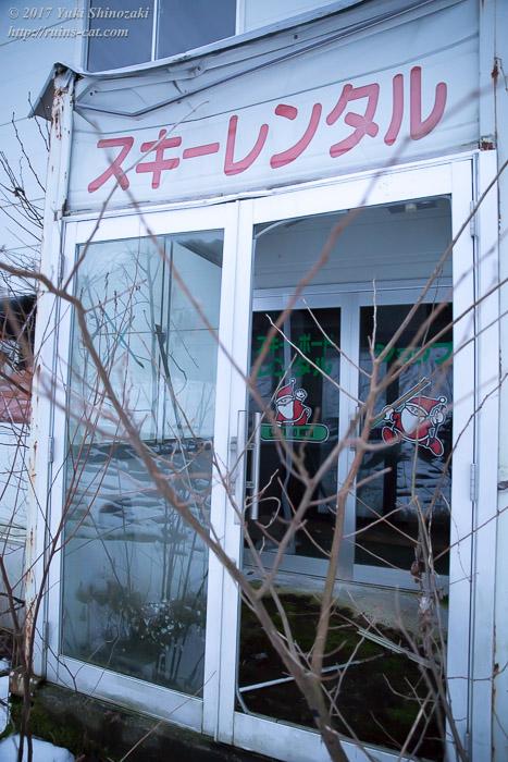 【廃墟】オムサンタの森スキー場_レンタル小屋入口