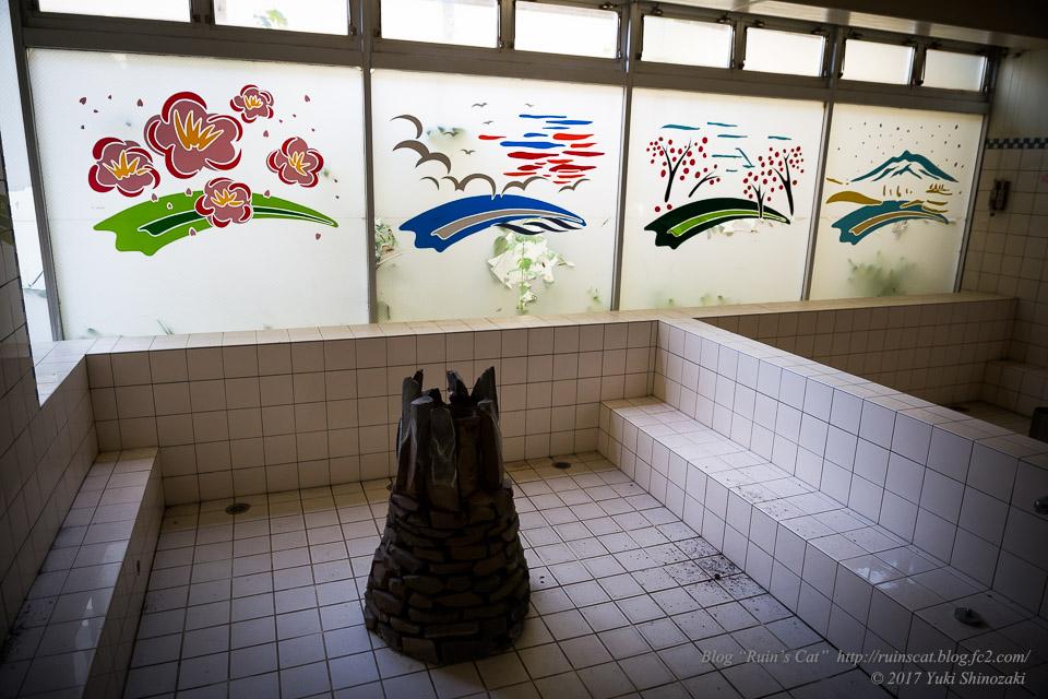 【廃墟】スパガーデン 湯~とぴあ(スパリゾート大鰐)_男室内大浴場(どんどんわきでる大浴場)