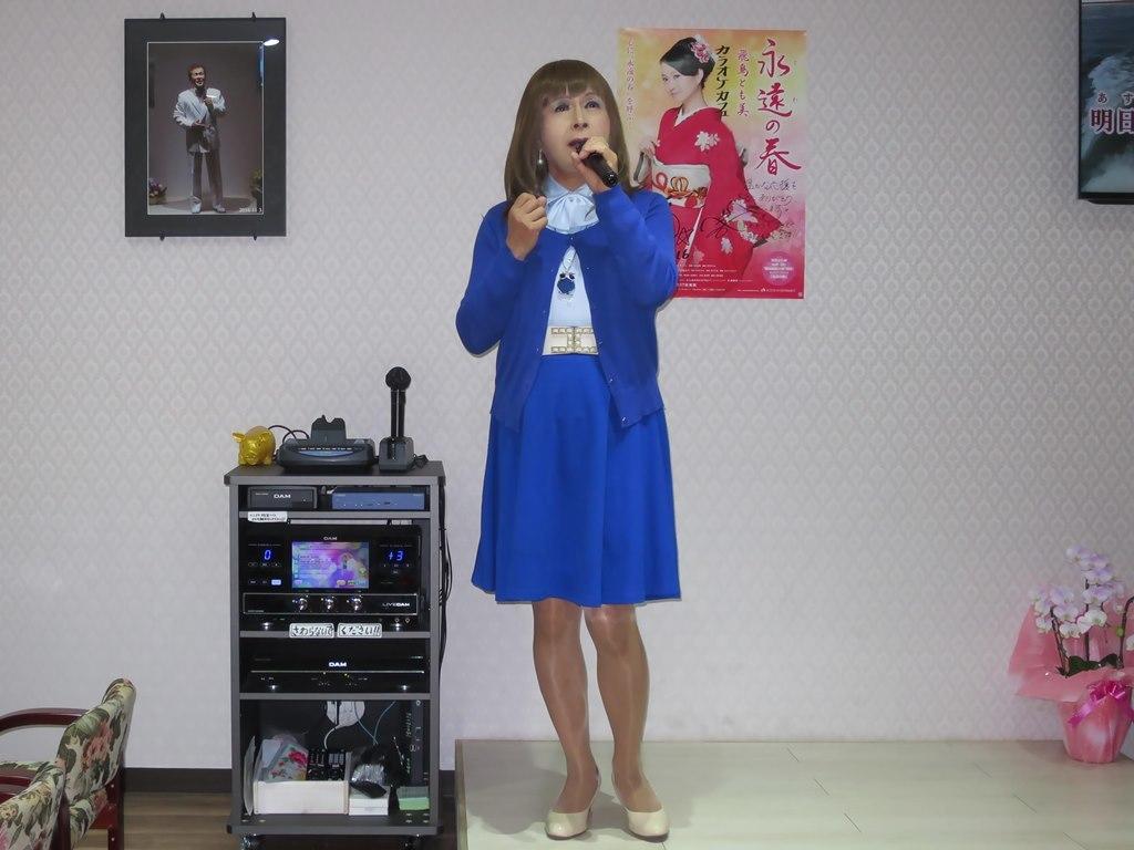 青カーデ青フレアスカカラオケ(2)