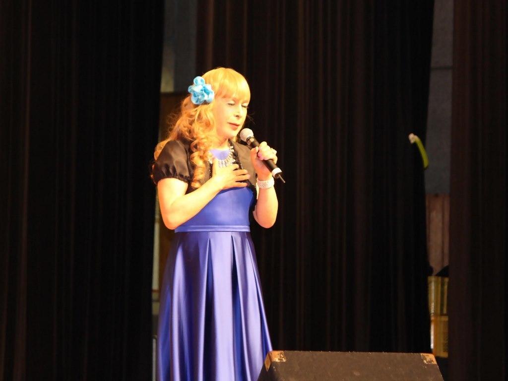青紫ロングドレス舞台(6)