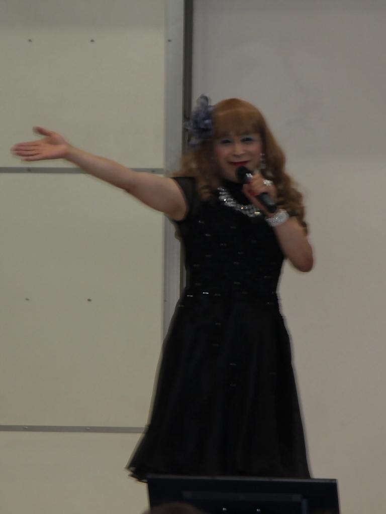 黒ショートドレス舞台(2)