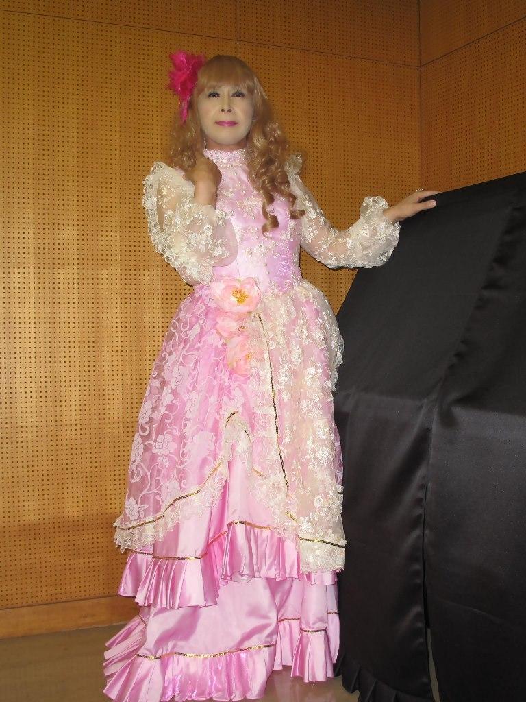 ピンククラシックドレス控室(7)